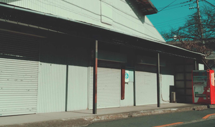 Closed roller shutters